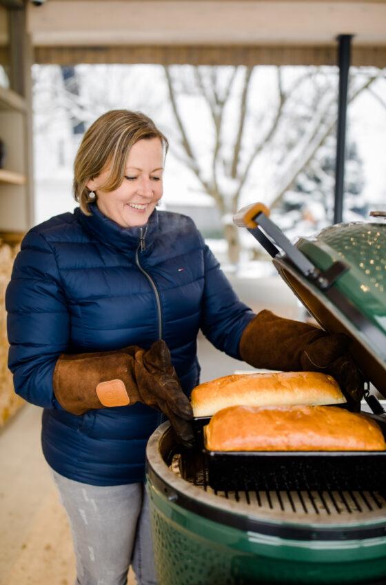 Klaudia Deutschmann mit Green Egg Grill
