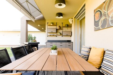 Tisch mit Sessel Outdoorküche